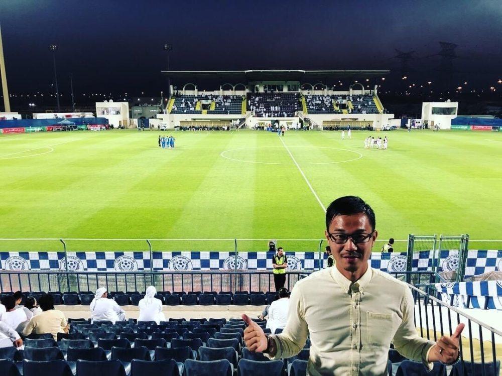 中東のサッカーリーグを視察する真野浩一
